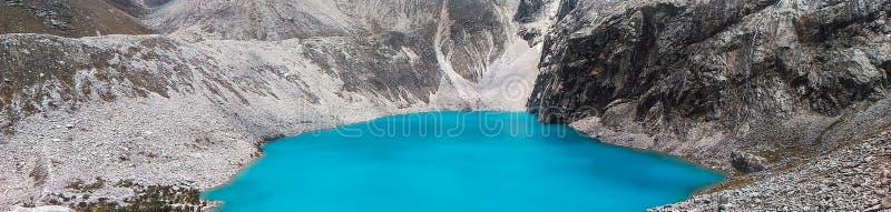 Turkusowy jeziorny Laguna 69 lokalizować w Białym Cordillera w Peru fotografia royalty free