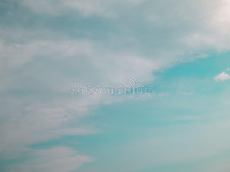 Turkusowy niebieskie niebo - Akcyjna fotografia obrazy stock