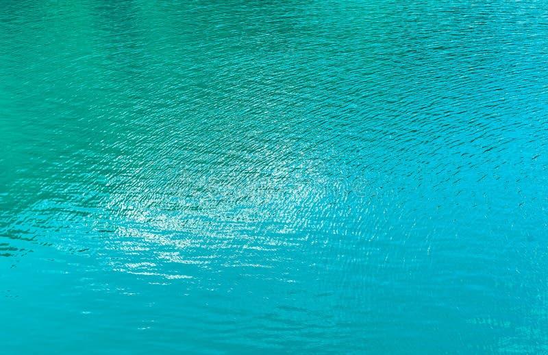 Turkusowy tło jezioro woda obrazy stock