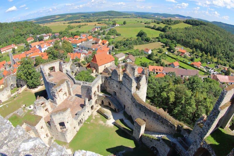 Turm-Ansicht von Rabi Castle, Tschechische Republik lizenzfreie stockfotos