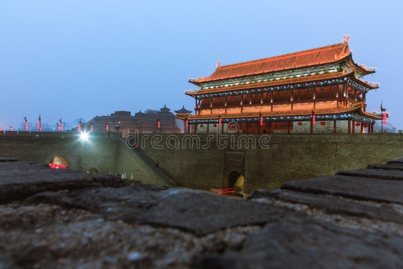Turm Chinas Xi'an der Nacht lizenzfreie stockfotografie
