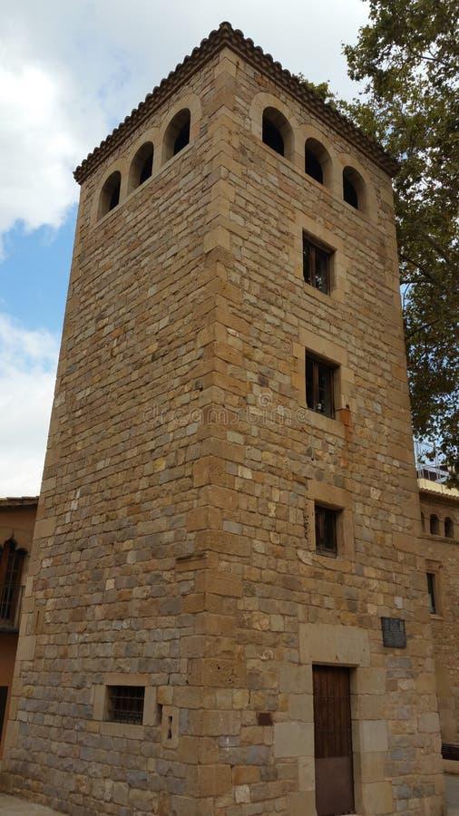 Turm, der in Richtung zum Himmel steigt lizenzfreie stockfotografie