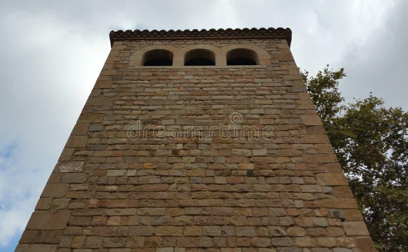 Turm, der in Richtung zum Himmel steigt lizenzfreie stockfotos