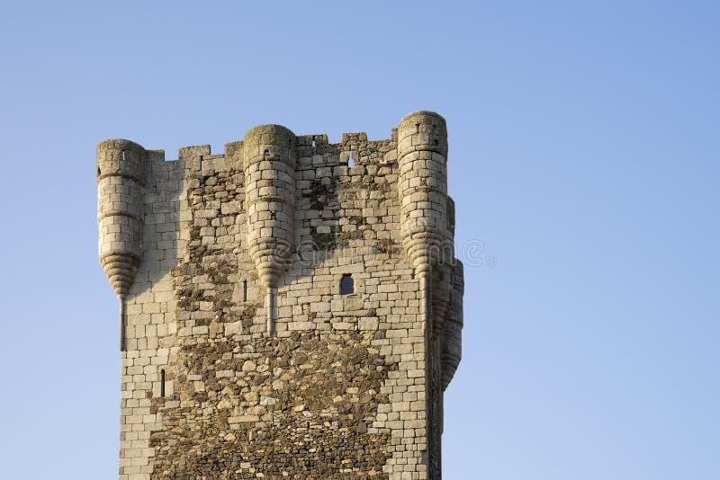 Turm des 15. Jahrhunderts der Ehrerbietung des Schlosses von MonleÃ-³ n, Salamanca, Spanien lizenzfreie stockfotos