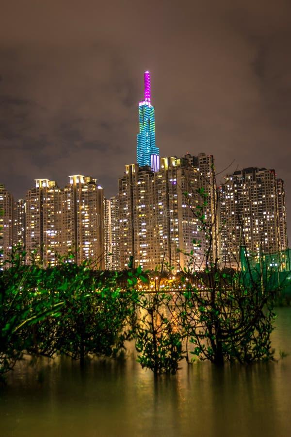 Turm des Markstein-81, der höchste Wolkenkratzer in Saigon, Vietnam bis zum Nacht lizenzfreie stockfotografie