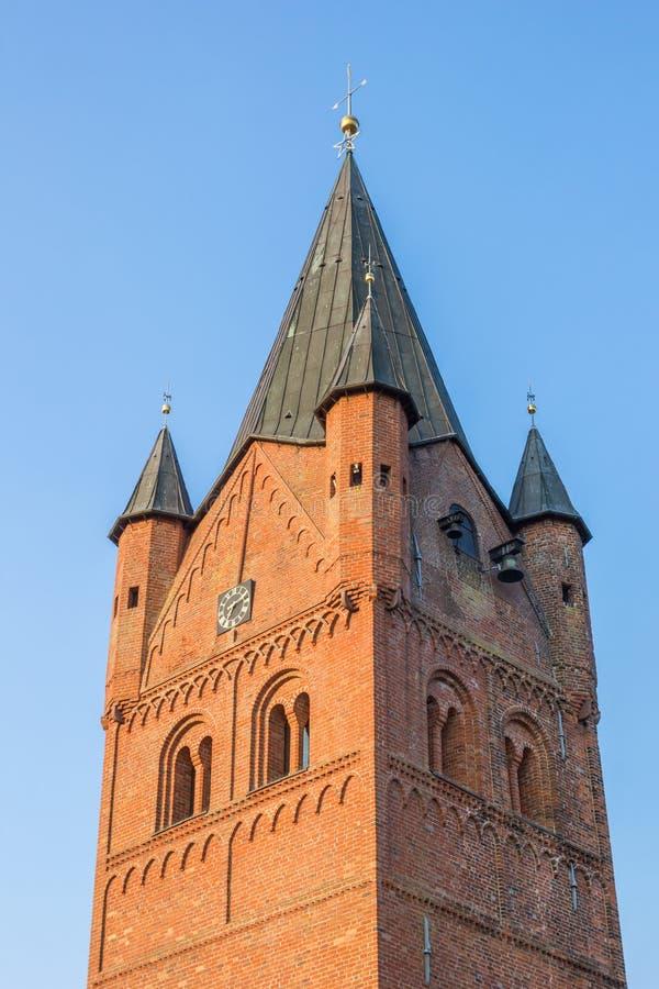 Turm des Sankt Petri Church in Westerstede lizenzfreie stockbilder