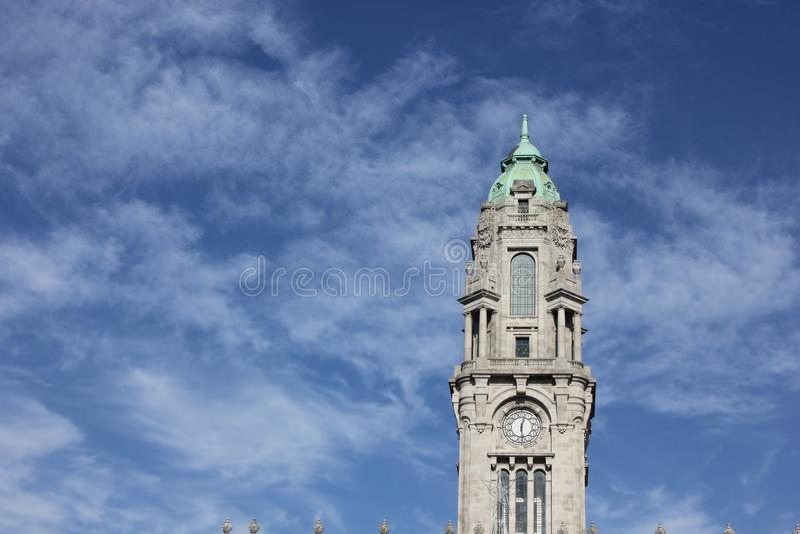 Turm im Himmel stockbilder