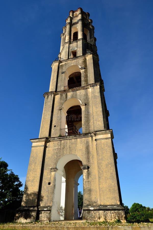 Turm Manaca Iznaga in Tal Valle de Los Ingenios nahe Trinidad-Stadt in Kuba lizenzfreies stockfoto