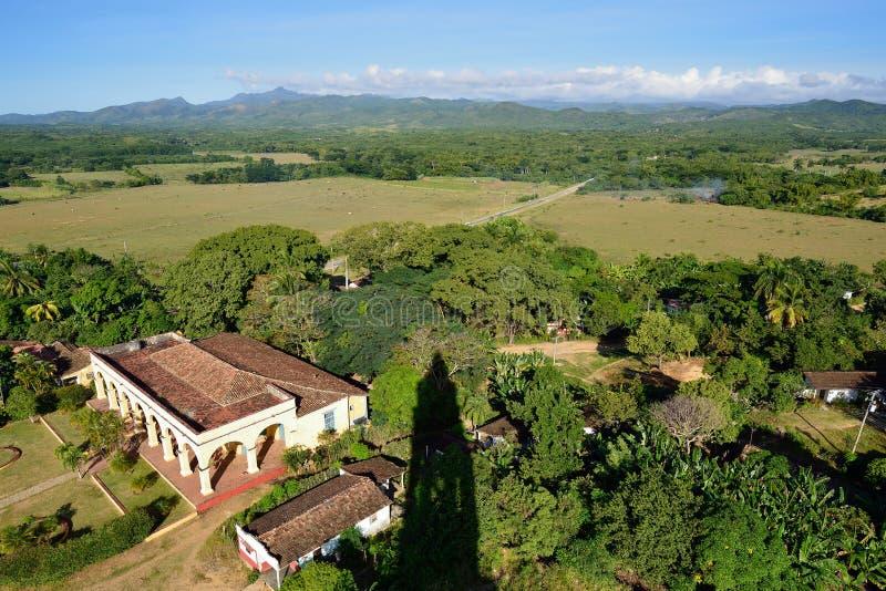 Turm Manaca Iznaga in Tal Valle de Los Ingenios nahe Trinidad-Stadt in Kuba lizenzfreie stockbilder