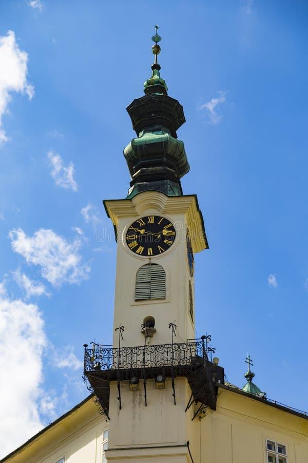 Turm mit der Uhr des Rathauses Stadt Banska Stiavnica slowakei stockbilder