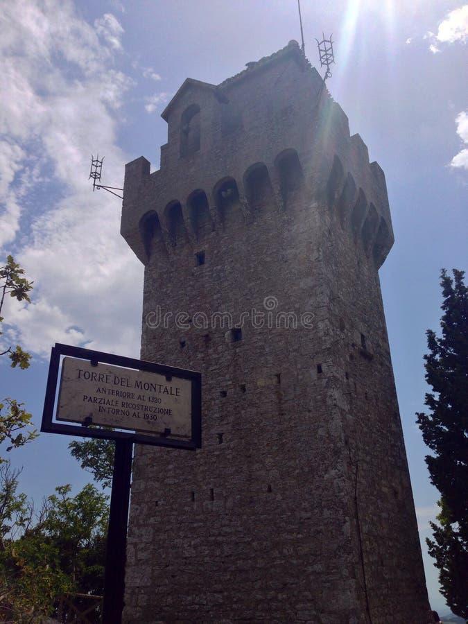 Turm in San Marino lizenzfreie stockfotos