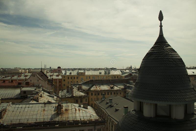 Turm und Ansichten seiner Umgebungen stockbilder