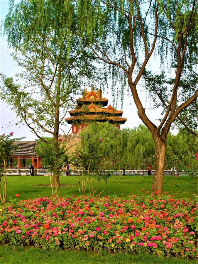 Turm und Ecke der Verbotenen Stadt in Peking, in der Natur und in den Farben stockfoto