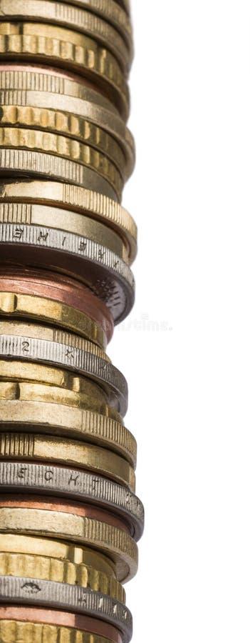Turm von verschiedenen Euromünzen im Abschluss herauf Schuss lizenzfreies stockbild