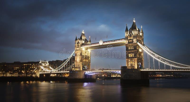 Turmbrücke nachts, London