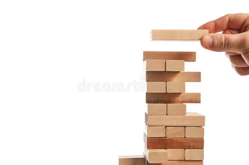 Turmspiel des hölzernen Blockes auf weißem Hintergrund stockfoto