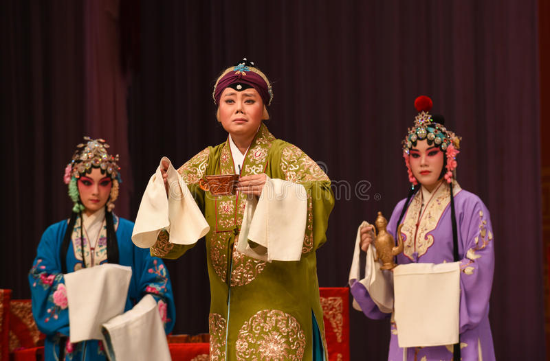 """Turn grief into strength- Beijing Opera"""" Women Generals of Yang Family"""". This opera tells a patriotic story how does an old woman of a hundred years royalty free stock image"""