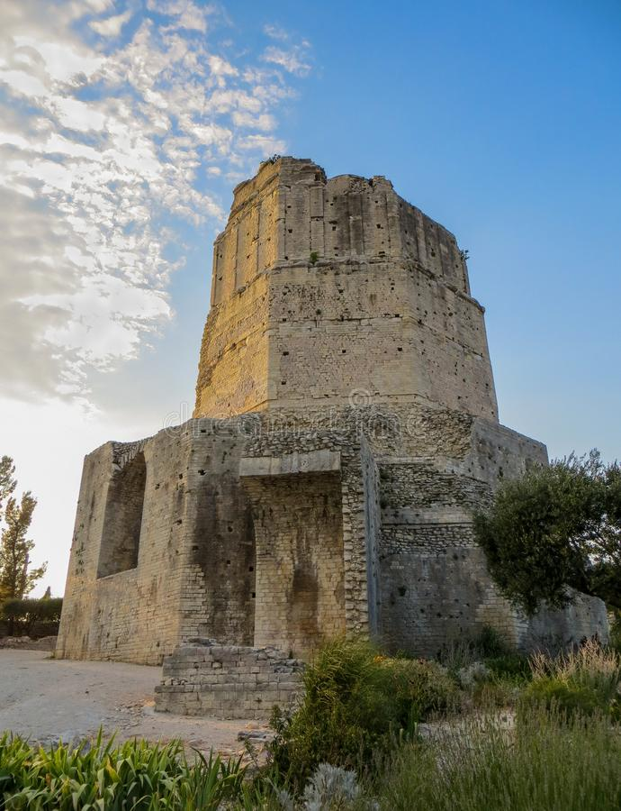 Turnera Magne, det forntida romerska tornet ovanför Nimes, Frankrike arkivfoto