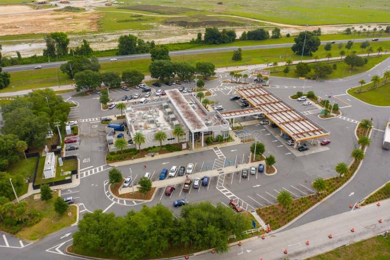 Turnpike aéreo de Florida da plaza do serviço de Okahumpka da foto imagem de stock