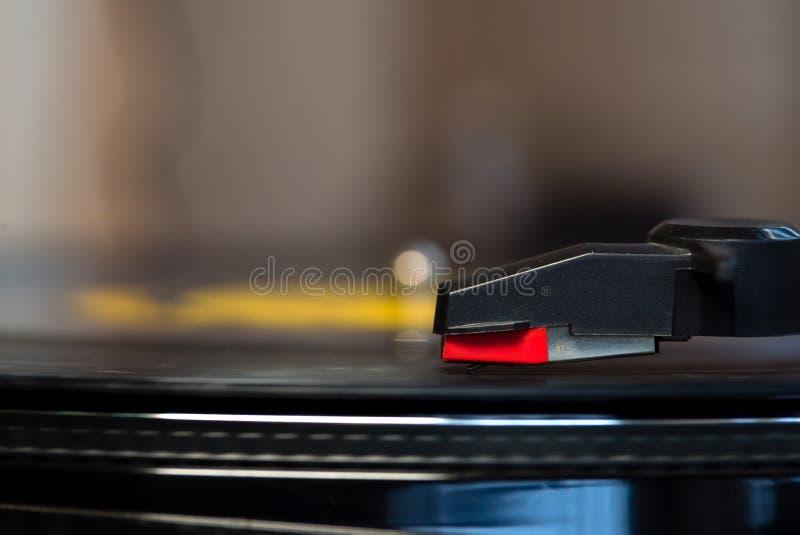 Turntable играя винил стоковая фотография rf