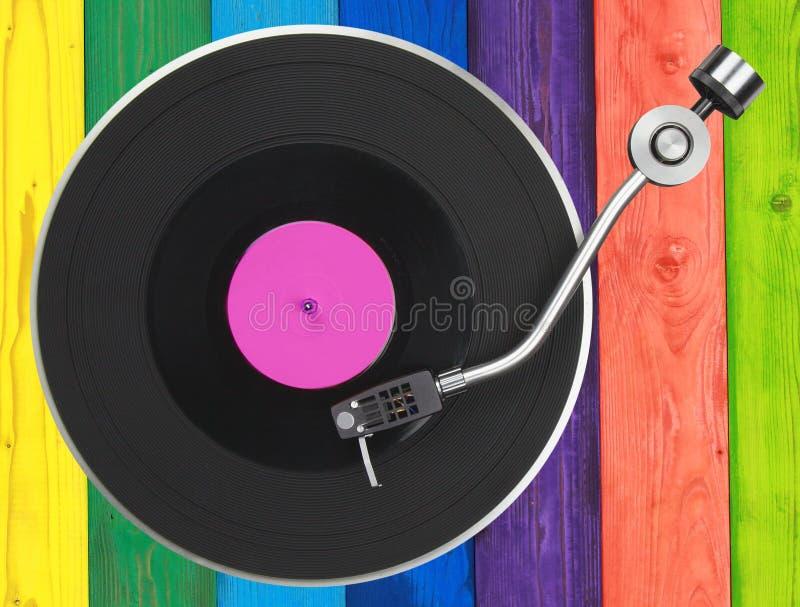 Turntable nad kolorowymi drewnianymi deskami fotografia royalty free