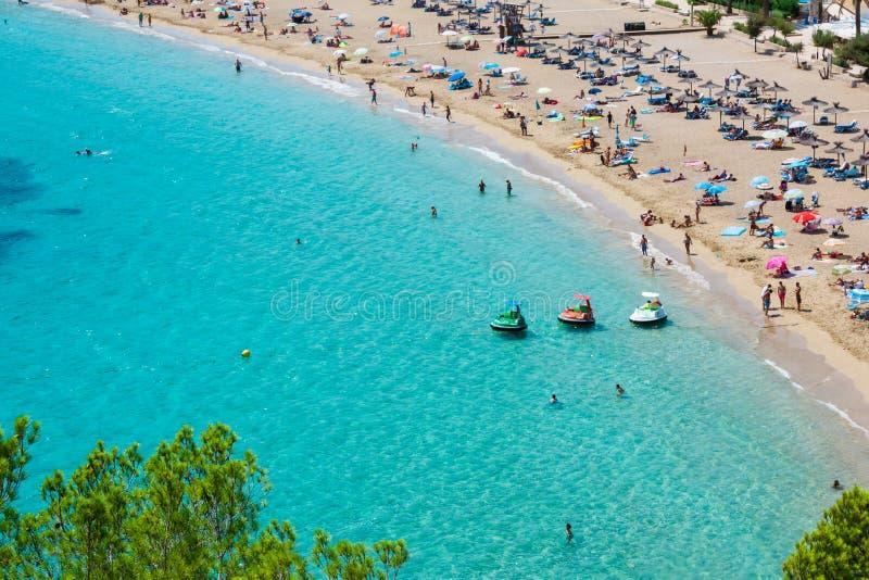 Turquesa da praia do de San Vicente do caleta de Ibiza Cala de Sant Vicent foto de stock royalty free