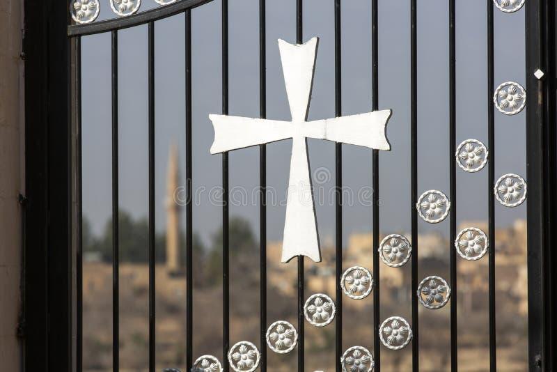 Turquia na província de Mardin, centro da Turquia, casa histórica de pedra na cidade, mosteiros, locais religiosos e símbolos fotografia de stock