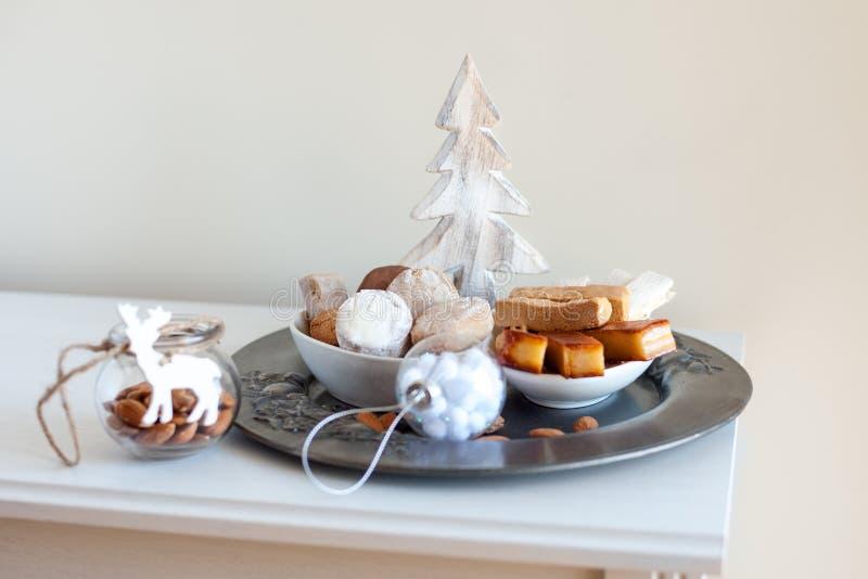 Turron, mantecados et polvorones, bonbons espagnols typiques à Noël photo libre de droits