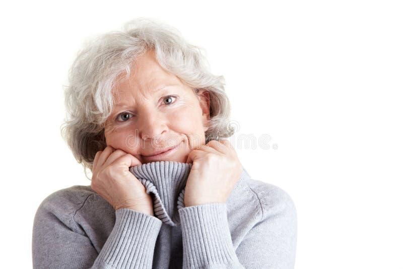 turtleneck starsza kobieta obraz stock