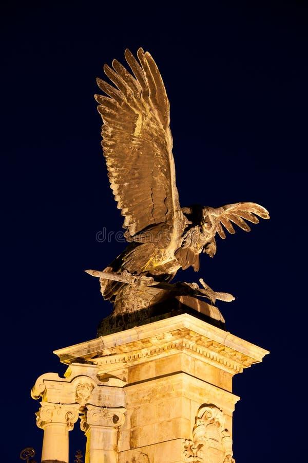 Download Turul Vogel-Statue Nachts In Budapest Stockfoto - Bild von ungarisch, eingebürgert: 27735468