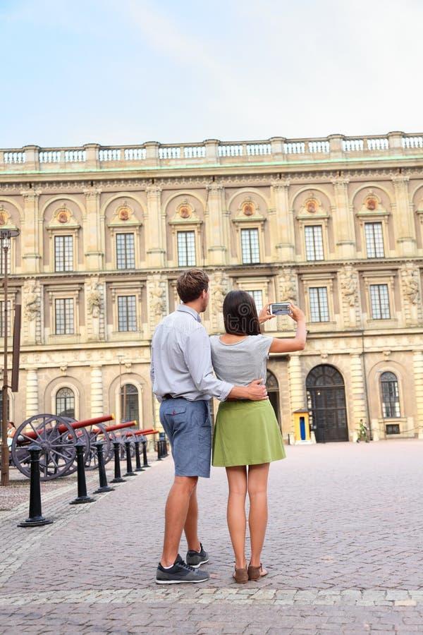 Turyści bierze fotografię Sztokholm Royal Palace obraz stock