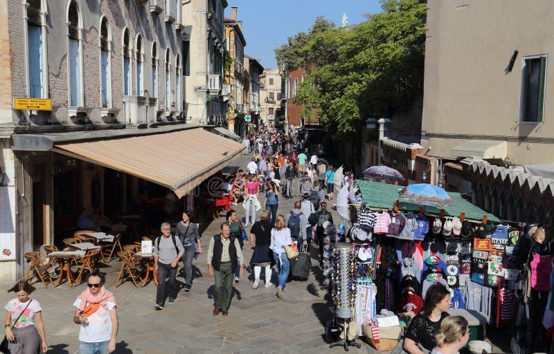 turyści chodzi w Wenecja, Włochy zdjęcia royalty free