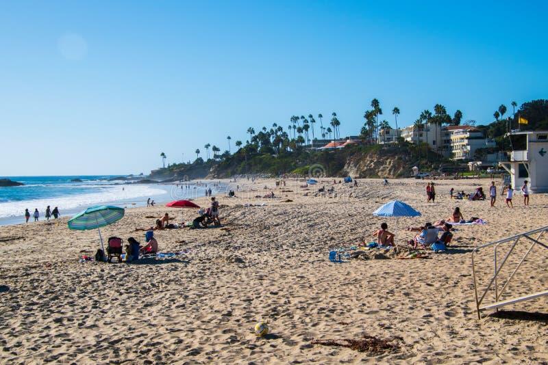 Turyści cieszy się piękny laguna beach zdjęcia stock