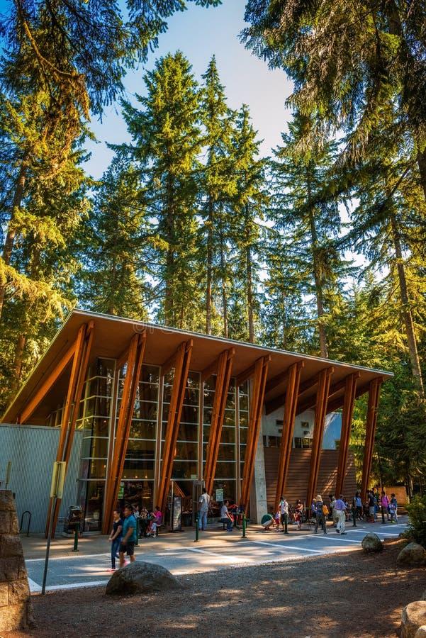 Turyści i goście w Lynn jaru kawiarni w Vancouver i wokoło fotografia royalty free