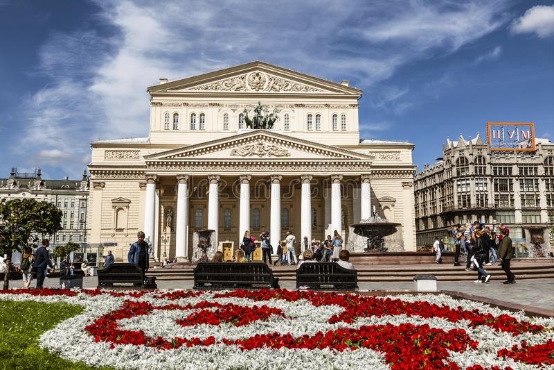 Turyści na placu w pobliżu teatru Bolshoi fotografia stock