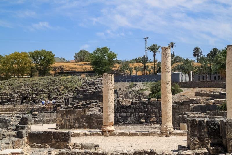 Turyści objeżdżają archeologiczne ruiny Beit Ona « obraz stock