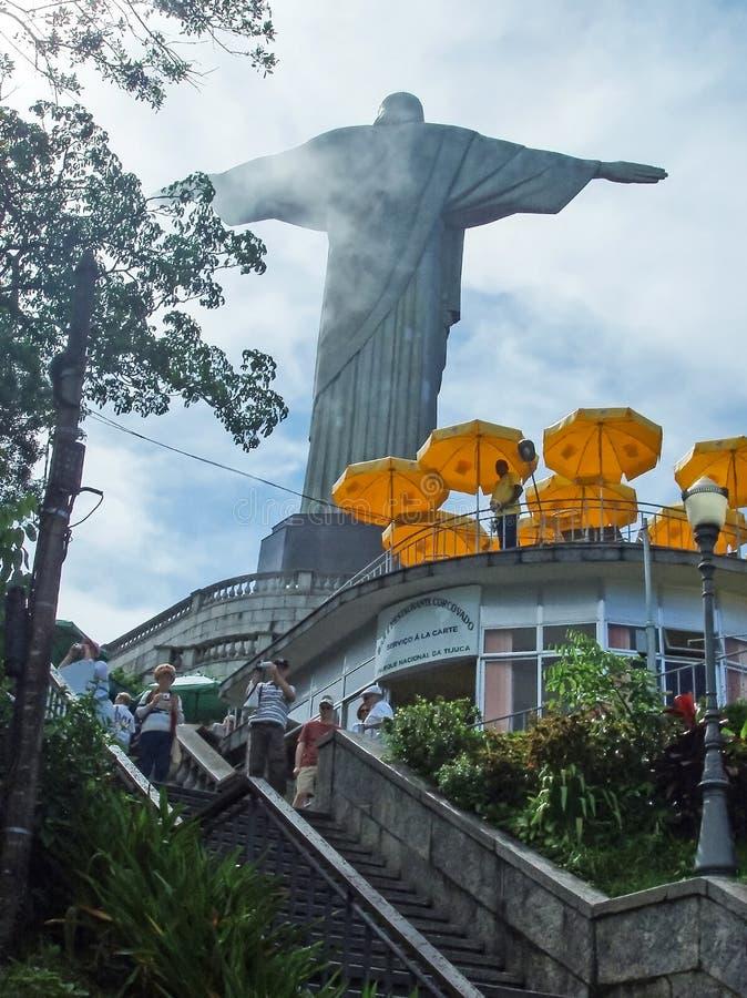 Turyści odwiedza Chrystus odkupiciel zdjęcie royalty free