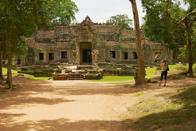 Turyści odwiedzają ruiny Preah Khan świątynia w Siem Przeprowadzają żniwa, Kambodża zdjęcia stock