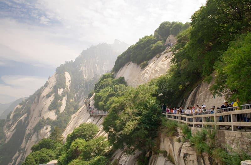 Turyści odwiedzają sławną Huangshan górę Halny Huangshan jest Światowym kulturalnym i naturalnym dziedzictwem zdjęcie stock