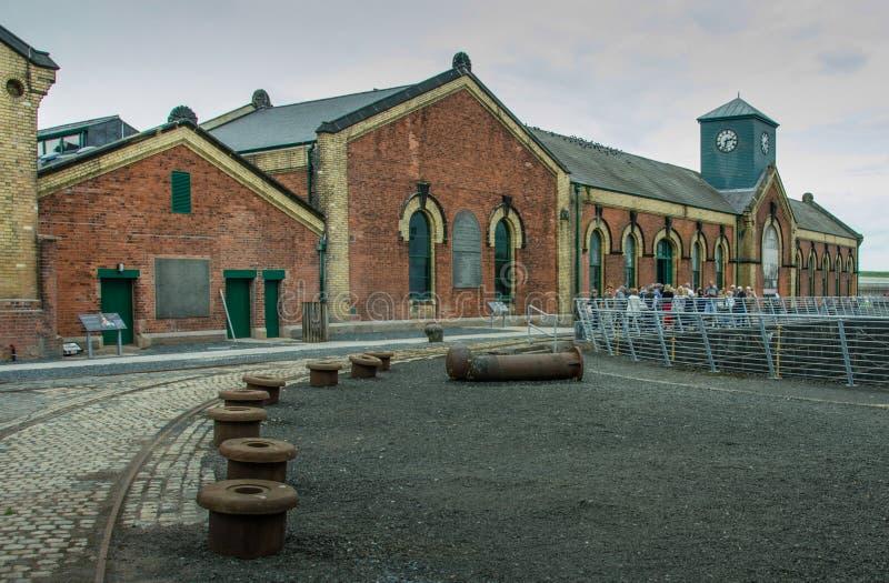 Turyści odwiedzają Tytanicznego Pompowego węża elastycznego w Belfast, Irlandia zdjęcia stock