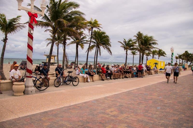 Turyści plażą w Floryda zdjęcia royalty free