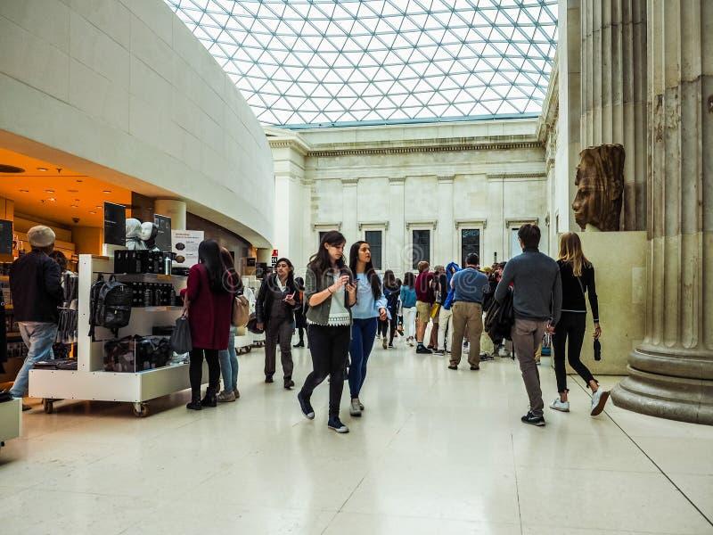 Turyści przy British Museum w Londyn, hdr obraz royalty free