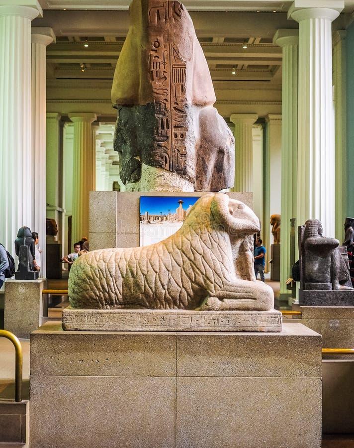 Turyści przy British Museum w Londyn (hdr) zdjęcie royalty free