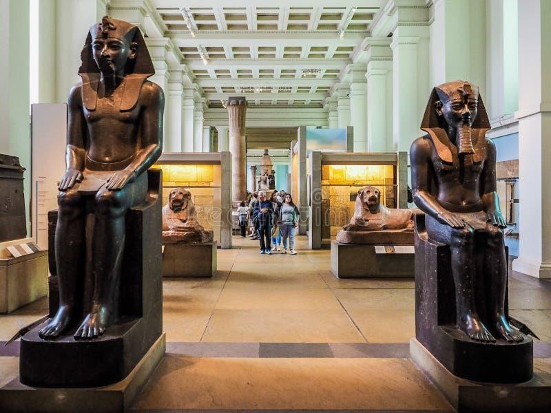 Turyści przy British Museum w Londyn (hdr) obrazy royalty free