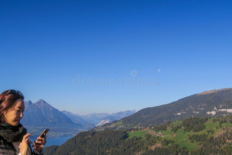 Turyści przy Ciężkim Kulm bierze obrazki oszałamiająco widok zdjęcie royalty free