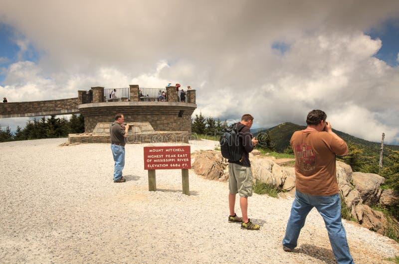 Turyści przy górą Mitchell Pólnocna Karolina zdjęcia royalty free
