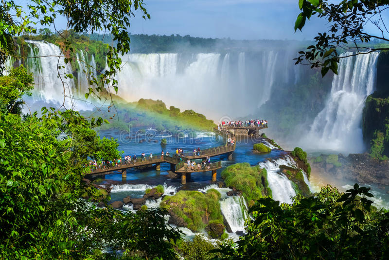 Turyści przy Iguazu Spadają, Foz robią Iguacu, Brazylia zdjęcia royalty free