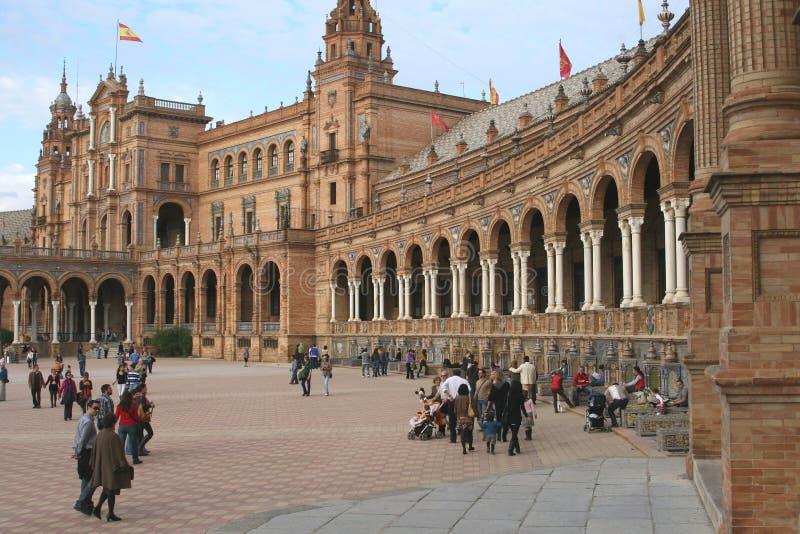 Turyści przy placem De Espana Obciosujący w Seville, Hiszpania obraz stock