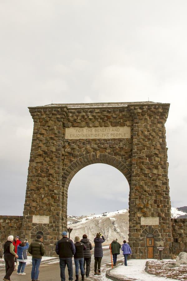 Turyści przy Roosevelt bramą, Yellowstone park narodowy zdjęcie stock