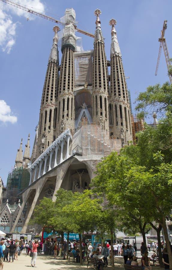 Turyści przy Sagrada Familia Barcelona obraz stock